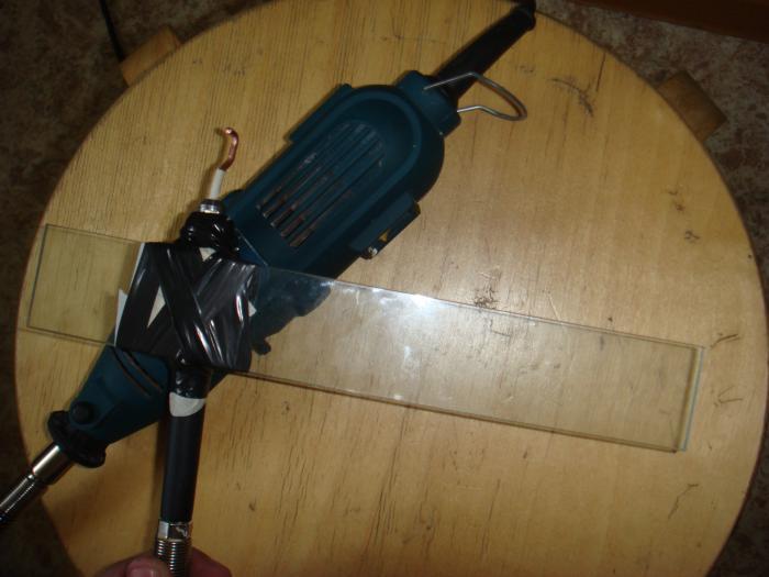 это импровизированный вибратор для заливки